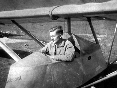 Обер-лейтенант Франц Медикус получил летную школу в Гессельберге, в Баварии, там же он был оставлен в качестве инструктора, став главой школы планеризма.