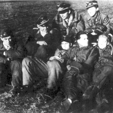 Члены EKdo 16 в перерыве между полетами.