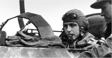 Фельдфебель Зигфрид Шуберт первый одержал победу в бою из JG 400, 16 августа 1944г. 7 октября он чуть не погиб во время взлета, когда его самолет загорелся.