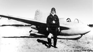 Японский летчик после полета на MXY8.
