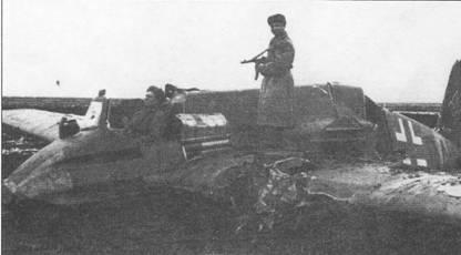Советский солдат вообразил себя летчиком Хеншеля. Штурмовик Hs- 129 В-3 (NK+DA) совершил вынужденную посадку в Молдавии в мае 1944 г. При посадке фюзеляж переломился, однако носовая часть с бронекапсулой пострадала незначительно. Сдвижной сегмент фонаря кабины и двигатели с самолета демонтировали.