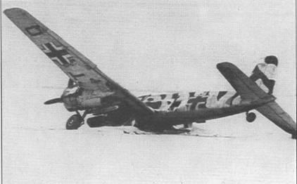 Тот же самый самолет, сфотографированный 23 января 1945 г. под другим ракурсом. Нижние поверхности немецких и румынских самолетов чаще всего красились в светло-голубой цвет RLM65 (FS35352).