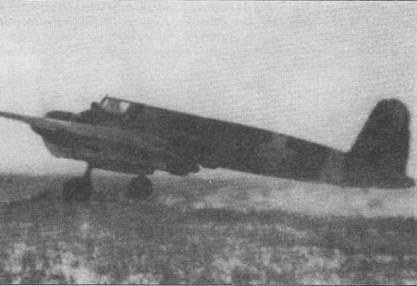 Румынский Хеншель Hs-129B-2 (No. 228 W.Nr. 141268) из Escadrila 42 asalt, Украина, август 1942 г. Этот самолет подбили советские зенитчики 14 сентября 1943 г. Летчик-инструктор люфтваффе оберфельдфебель Йозеф «Зепп» Рейтберегер сумел дотянуть до своей территории и шлепнуться на вынужденную посадку, летчик остался жив, самолет списали.