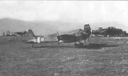 Хеншель Hs-129B-2 (вероятно W.Nr. 142006) на трансильванском аэродроме Баломир, 7 октября 1944 г. На заднем плане – бомбардировщики Дуглас А-20 «Хэвок» ВВС Красной Армии Самолет W.Nr. 142006 принадлежал люфтваффе и был в числе нескльких штурмовиков захвачен румынами на своих аэродромах после перехода Румынии на сторону союзников. Самолет получил бортовой номер «238»; сбит зенитным огнем 16 октября 1944 г.