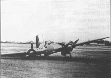 В результате грубой посадки в начале 1942 г. на аэродроме испытательного центра в Рехлине у Хеншеля Hs-129B-1 подломилась левая основная опора шасси. Обратите внимание на мачту радиоантенны и на установленную под фюзеляжем 30-мм автоматическую пушку МК-101.