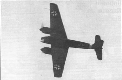Хеншель Hs-129 В-1 закладывает левый разворот перед выходом на посадочную глиссаду. Самолеты модели «В» имели прямые переднюю и заднюю кромки крыла, на «Антонах» ближе к концам плоскостей кромки имели изломы. Самолеты держав Оси, действовавшие на Восточном фронте имели ярко-желтый (RLM27, FS33637) носы фюзеляжей и кольца- полосы вокруг хвостовой части фюзеляжа того же цвета.