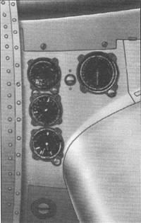 Приборы на правой мотогондоле аналогичны.