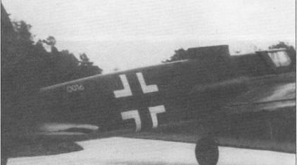 Снимок средней части того же самого, вооруженного SG-113A «Forstersonde», Хеншеля HS-129B-0 (W.Nr. 0016). Обратите внимание на заводской номер, написанный на фюзеляже. Идея применения мортир достаточно проста – по: команде, вырабатываемой магнитомером производится выстрел из направленной вертикально мортиры в момент пролета самолета над танком. Испытания выявили полную непригодность системы к боевому применению из-за неспособности датчиков обнаруживать цели.