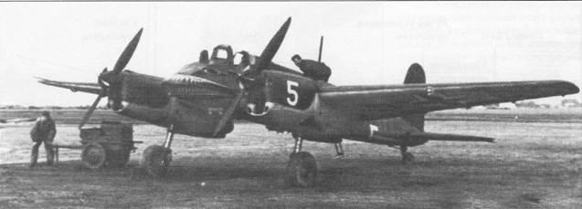 Самолет Hs-129А-0 белая «5» (W.Nr. 3005, GM+OB) был одним из 14 «Антонов», которые использовались в люфтваффе для подготовки летчиков-штурмовиков. На носах фюзеляжей всех «Антонов» были нарисованы крокодильи пасти. Радиопозывной (Stammkennzeichen) «GM+ОВ» написан черной краской на хвостовой части фюзеляжа самолета и па нижних поверхностях плоскостей крыла. Самолет с бортовым номером «5» белого цвета принадлежал Erganzungszerstorergruppe (вспомогательное подразделение тяжелых истребителей) вплоть до списания 19 июня 1942 г. после грубой посадки на польский аэродром Деблин-Ирена.
