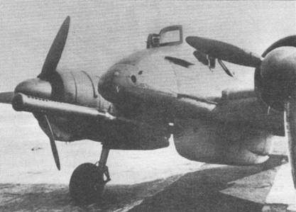 Один самолет Hs-129C-l/V-l (W.Nr.220001) был вооружен установленной под фюзеляжем 75-мм пушкой ВК-7,5. Обратите внимание на дырчатый дульный тормоз, установленный на ствол орудия. Для сохранения массы самолета в разумных пределах с этой машины были сняты обе фюзеляжные пушки и оба пулемета.