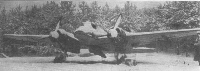 Этот Хеншель (Hs-I29B-3, W.Nr. 162053) брошен на аэродроме в последние месяцы войны то ли из-за технических неисправностей, то ли по банальной причине нехватки топлива. Самолет был захвачен в качестве трофея советскими войсками зимой 1944-45 г.г. Это единственная известная фронтовая фотография Hs-129, вооруженного 75-мм пушкой ВК-7,5.