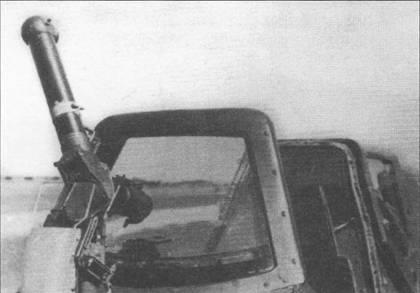 Хеншель Hs-129B-2 W.Nr. 0224 «DE+ZR» был оснащен прицелом Реви 5 заднего обзора, снимок сделан в Рехлине в 1943 г. Данный прицел предлагался для установки на самолеты модификации «С», которые планировалось вооружить двумя стреляющими в заднюю полусферу 7,92-мм пулеметами MG-17. На данном Хеншеле устанавливались двигатели Изотта-Фраскини «Дельта» RC-15/ 48, проблемы с силовой установкой привели к прекращению летных испытаний самолета летом 1944 г.