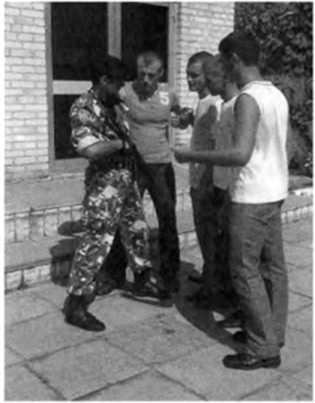 Фото 136. Групповое нападение на сотрудника