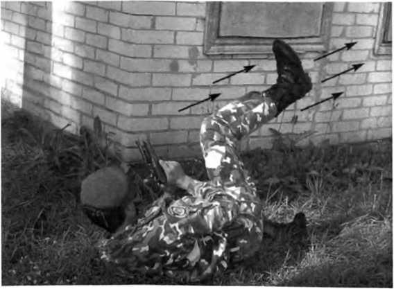 Фото 234. После стрельбы делают отмашку ногой