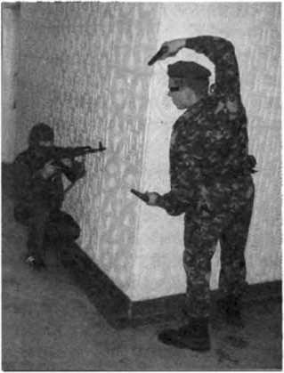 Фото 250. Поражение противника, сделавшего рывок к сотруднику