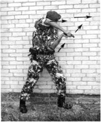 Фото 279. Боковая изготовка легко трансформируется в изготовку для скоростной стрельбы