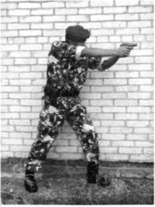Фото 280. Изготовка для скоростной стрельбы, полученная из боковой изготовки