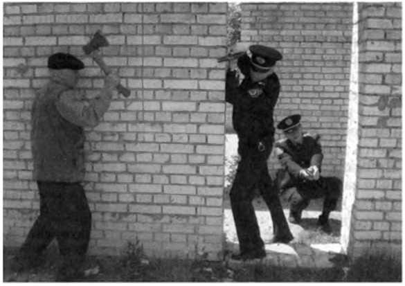 ТАКТИЧЕСКОЕ И ОГНЕВОЕ ВЗАИМОДЕЙСТВИЕ НАПАРНИКОВ ОПЕРАТИВНОГО НАРЯДА В ДЕТЕКТИВНОМ БОЕСТОЛКНОВЕНИИ