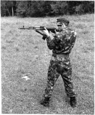 Фото 57. Спортивная изготовка для стрельбы стоя (слева)
