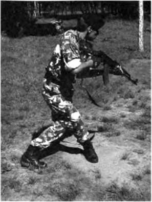 Фото 84. Предбоевое положение автомата: прижать прикладом к плечу