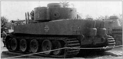 «Тигр I» 502-го батальона тяжелых танков вермахта. Тактический номер машины — «100». Ящик для хранения инвентаря находится сбоку (признак первых выпусков), а не сзади. На задней части башни белым контуром нанесено изображение мамонта. Окраска — темно-серая.
