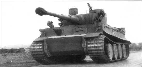 Танки Pz.Kpfw.VI(H) 501-го батальона тяжелых танков в Северной Африке. Тунис, весна 1943 года.