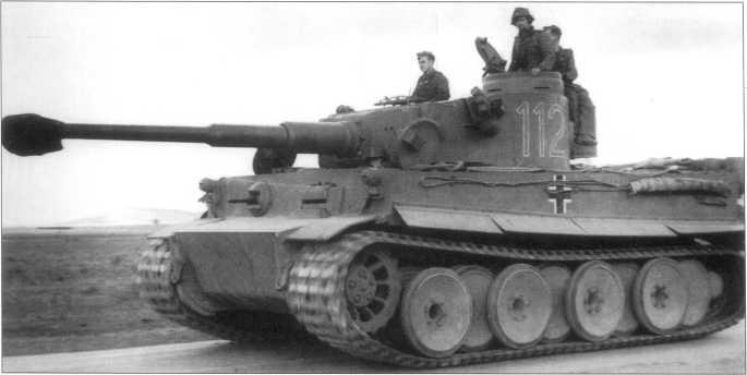 Pz.Kpfw.VI(H) (тактический номер «112», который впоследствии стал «812», а потом «712») из состава 10-й танковой дивизии. Ранее этот танк №250012 принадлежал 504-му батальону. Тунис, 1943 год.