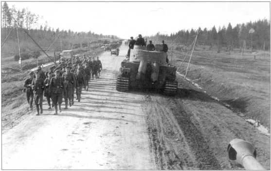Тяжелый танк Pz.Kpfw.VI(H) в районе Ленинграда. Апрель 1943 года.