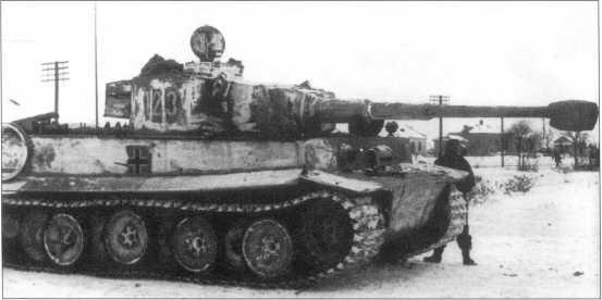 Pz.Kpfw.VI(H) номер «123» (белый, с черной окантовкой) из состава 503-го батальона тяжелых танков. Советско-германский фронт, район Харькова, январь 1943 года.