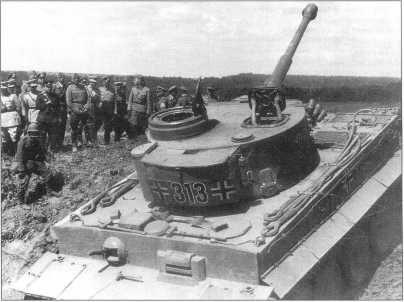 «Тигр I» с номером «313» на демонстрации возможностей нового танка перед иностранными делегациями. Июнь 1943 года.