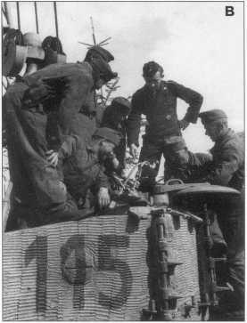 А,В. «Тигры» с номерами «114» и «115» (красного цвета) в районе Тернополя. На фото В унтер-офицер Гертнер (Gaertner) обучает венгерских танкистов воевать на тяжелых танках Pz.Kpfw.VI(H).