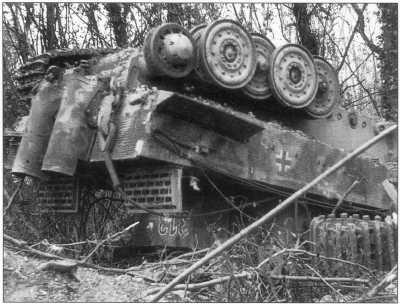 «Тигр I» (номер «313»), уничтоженный союзными войсками. Нормандия, лето 1943 года.