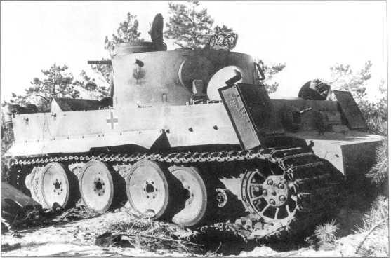 Pz.Kpfw.VI(H) номер «13», подбитый советскими войсками на северном фасе Курской Дуги. Июль 1943 года.
