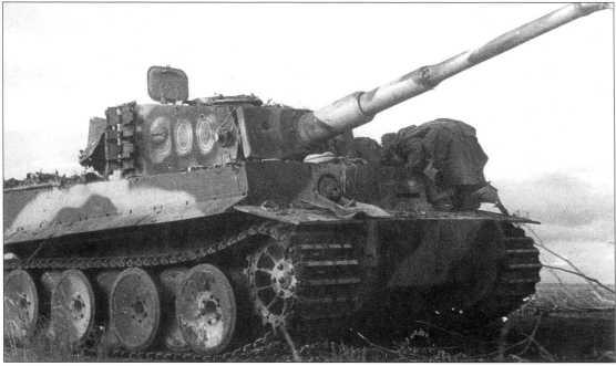 «Тигр I» номер «300», захваченный советскими войсками в районе Смоленска. Сентябрь 1943 года.