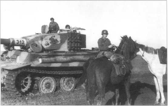 Pz.Kpfw.VI Ausf.E позднего выпуска с новой системой тактических обозначений. Советско-германский фронт, май 1944 года.