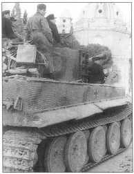 «Тигр I» 1-й роты 508-го батальона движется по берегу реки Тибр. Рим, февраль 1943 года.