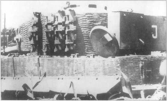 Один из подбитых «Тигров» 508-го батальона тяжелых танков. На забашенном ящике видна литера «J», что обозначает сокращенный индекс ремонтного подразделения вермахта: Instantsetzund — «машина требует ремонта». Италия, 1944 год.