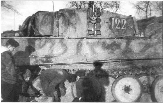«Тигры» 509-го батальона тяжелых танков в районе Житомира. Январь 1944 года.
