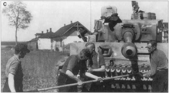 A-С. Танк «Тигр I», номер «411». Окантовка номера — черная. Советско-германский фронт, май 1943 года.