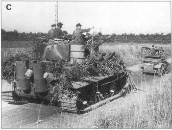A-С. Pz.Kpfw.VI Ausf.E номер «211». Апрель 1944 года. Впереди танка трофейный британский бронеавтомобиль Daimler «Dingo».