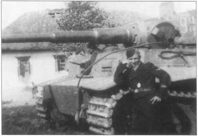 «Тигр I» номер «911» из состава дивизии СС «Мертвая голова». Цвет номера белый с черной окантовкой. Курская битва, лето 1943 года.