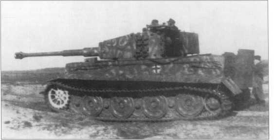 «Тигры» 103-го батальона СС во время учебных стрельб на полигоне в Голландии. Осень 1943 года.