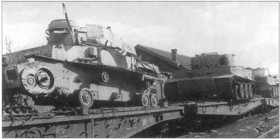 Танки Pz.Kpfw.VI(H) и Pz.Kpfw.IV дивизии СС «Мертвая голова», захваченные советскими войсками на ж/д станции «Копичиный». Советско-германский фронт, осень 1943 года.