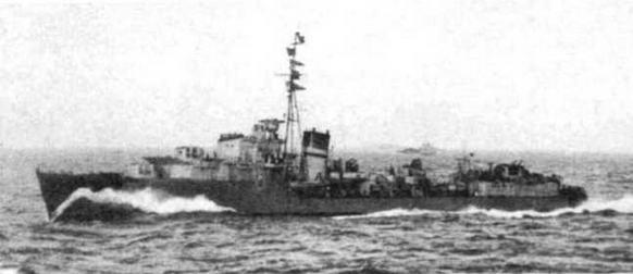 """""""Ashanti"""" (вверху) и """"Jervis"""" в 1942 г — одни из последних предвоенных эскадренных миноносцев Англии нового типа"""