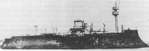 """""""Девастасьон"""" и """"Гош"""" на рейде Вильфранш в 1892 г. (вверху) """"Девастасьон"""" в период с 1916 по 1919 гг."""