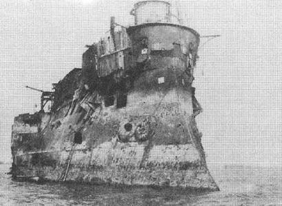 "Корпус броненосца ""Девастасьон"". Порт-Луи, 1920-е гг."