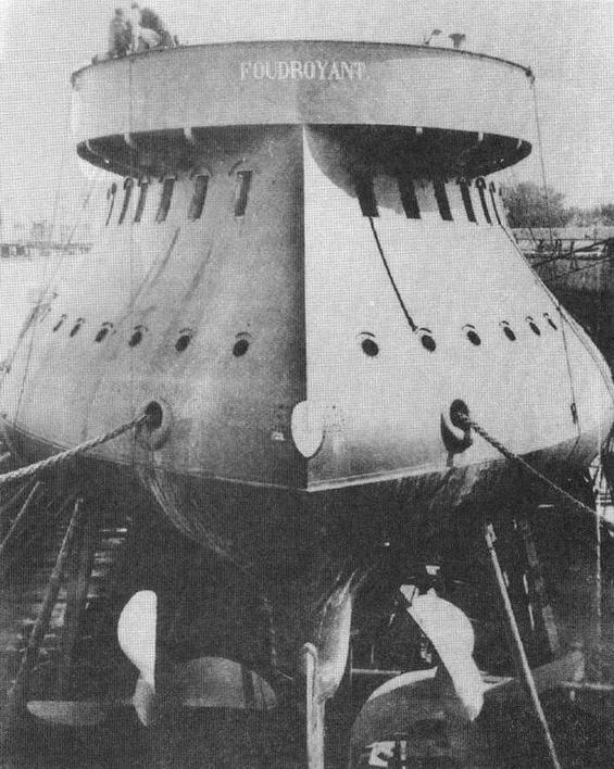 """Корпус броненосца """"Фудройан"""" (будущий """"Курбэ"""") перед спуском на воду. 27 апреля 1882 г."""