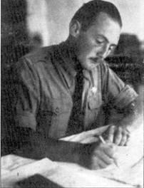 Штаффелькапитан Вольфганг Сшельманн пишет письмо на родину.