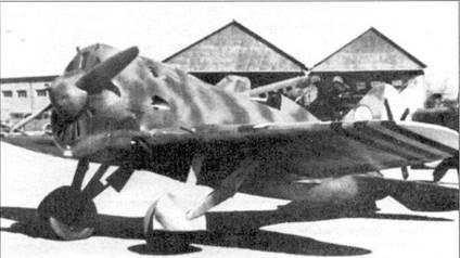 Основной противник Bf.109 — советский истребитель И-16 Тип 10, захваченный националистами на аэродроме.