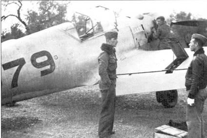 Вернер Мельдерс у своего самолета.